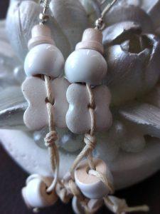 Обеци от бяла керамика